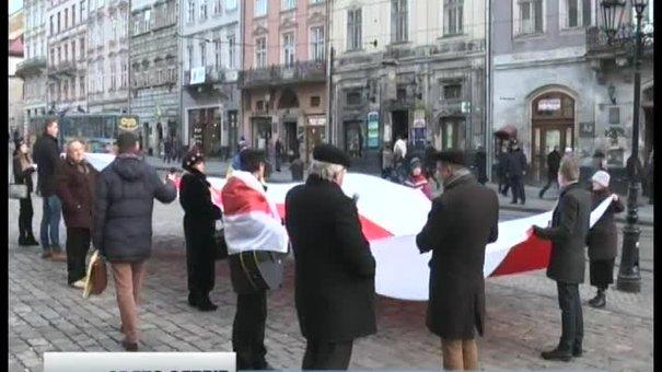 У Львові сябри розгорнули прапор та співали повстанські пісні