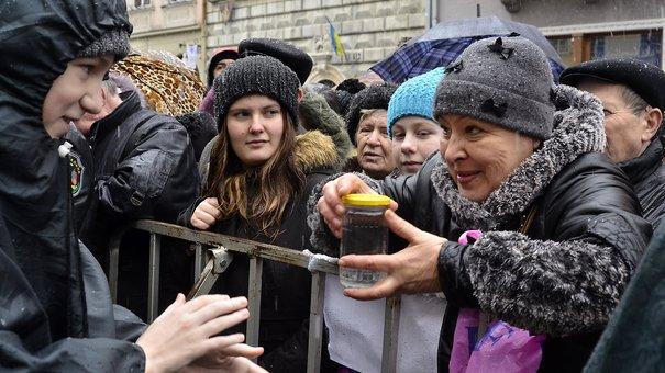Сотні львів'ян прийшли на загальноміське водосвяття