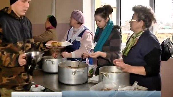 Волонтери із Львівщини за ніч зготували для солдатів 120 літрів борщу та спекли 700 пиріжків