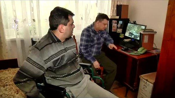 Для братів-інвалідів у львівській багатоповерхівці встановили підйомник
