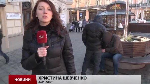 Донецькі переселенці добровільно зголошуються у військкомати