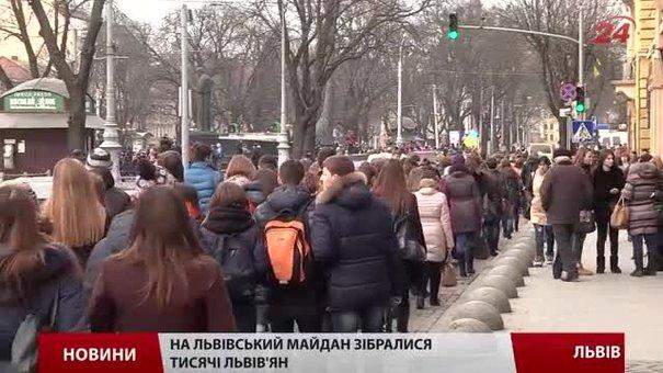 У Львові пом'янути героїв Небесної Сотні прийшло кілька тисяч людей