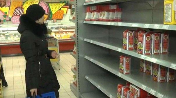 У львівських супермаркетах – напівпорожні полиці