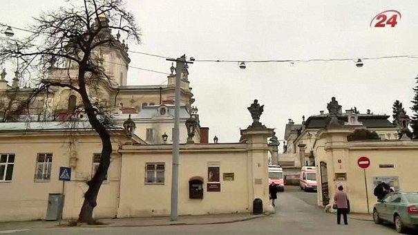 До Львова з Німеччини привезли реанімобілі для АТО