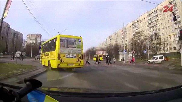 Від початку року в чотирьох львівських маршрутках відлетіли колеса