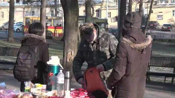 Львів'яни захищають сквер Святого Юра з кавою та канапками