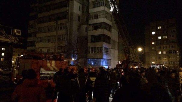 У Львові на Сихові сталася пожежа у 14-поверховому житловому будинку: постраждала одна людина