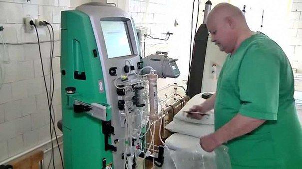 Військовому госпіталю у Львові передали ультрасучасний апарат із Швеції