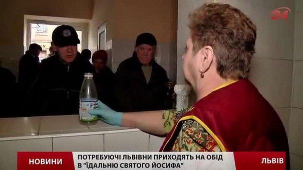 У їдальні Святого Йосифа у Львові щодня готують 240 літрів їжі для бідних