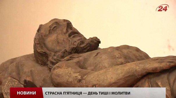 Храми Львова виставили до почитання плащаницю
