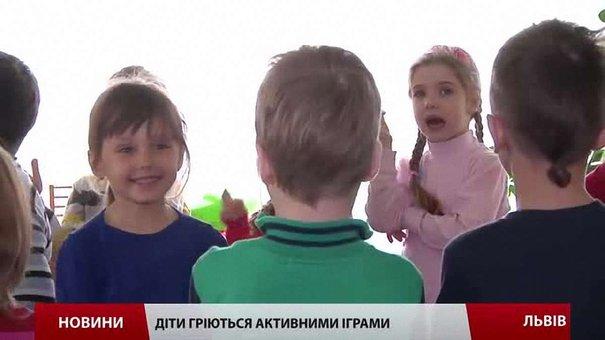 У львівських лікарнях відновили опалення, у садках і школах – гріються як можуть