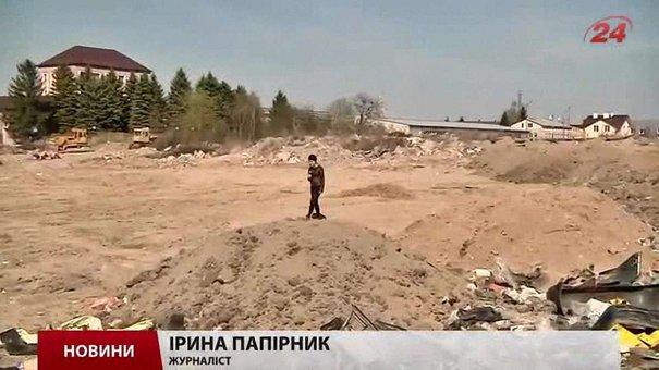 За місяць на вулиці Конюшинній у Львові очистять стихійне сміттєзвалище