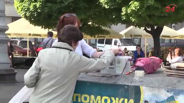Волонтери закликали львів'ян жертвувати добротні кросівки для фронтовиків