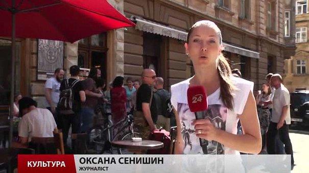 Львівський митець Олександр Бриндіков запросив на виставку «Дереворит»