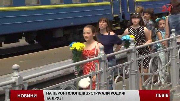 136 десантників повернулись до Львова із зони АТО