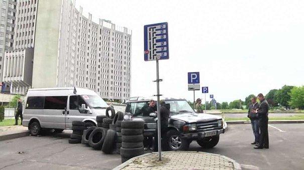 У Львові активісти заблокували заїзд на парковку біля податкової