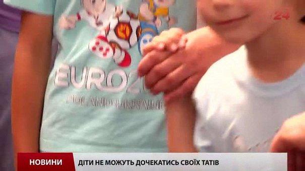 Діти зі сльозами на очах зустрічали львівських прикордонників зі сходу