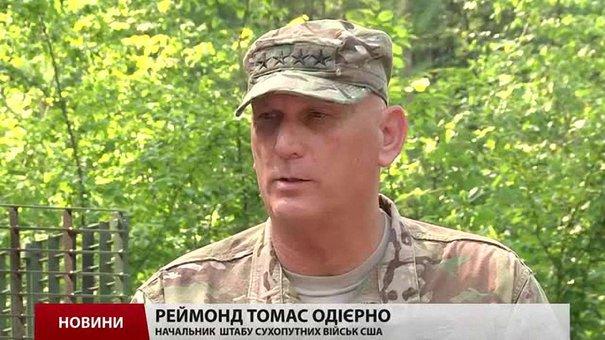 Американський генерал на Яворівському полігоні вручив трьом українським бійцям медалі за заслуги