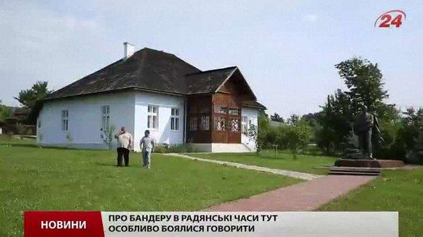 В Україну передали знищений хрест з могили Степана Бандери в Мюнхені