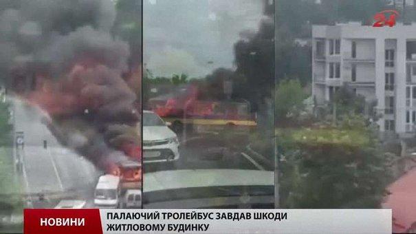 Будинок, в який врізався палаючий тролейбус, ремонтують коштом «Львівелектротрансу»