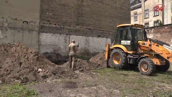У львівському музеї «Тюрма на Лонцького» викопали людські останки