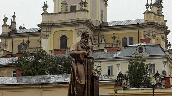 «Шептицький дивиться на український народ»