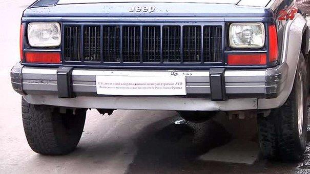 Львівські студенти придбали автомобіль для військових в АТО