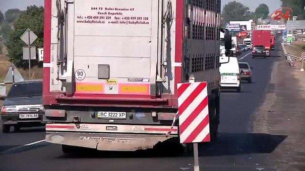 Розмітку на відремонтовану київську трасу нанесуть через два тижні