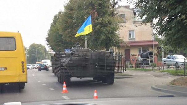У Львові бронетранспортер зіткнувся з автомобілем Chery