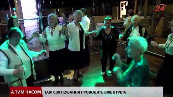Для літніх людей Львова організували вечірку