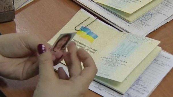 У день виборів на Львівщині 16 громадян отримали паспорти