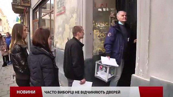 У Львові виборці, які хотіли голосувати вдома, не впустили комісію додому