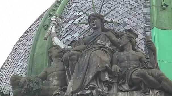 На благодійному аукціоні збирали гроші для порятунку львівської статуї Свободи