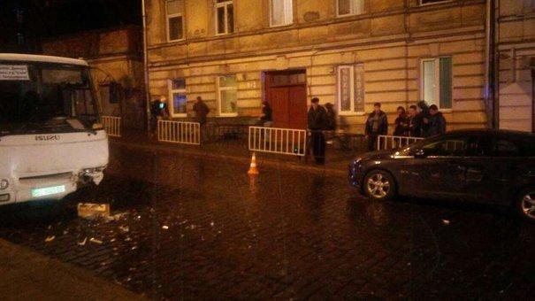 У Львові трапилася потрійна ДТП за участю маршрутки