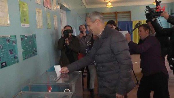 Руслан Кошулинський на виборах мера Львова проголосував за себе