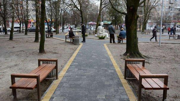 На вулиці Петлюри у Львові відновили сквер