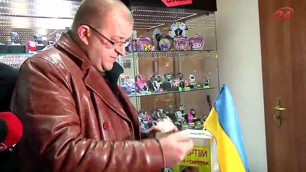 Активісти під час рейду у центрі Львова виявили скриньки псевдоволонтерів