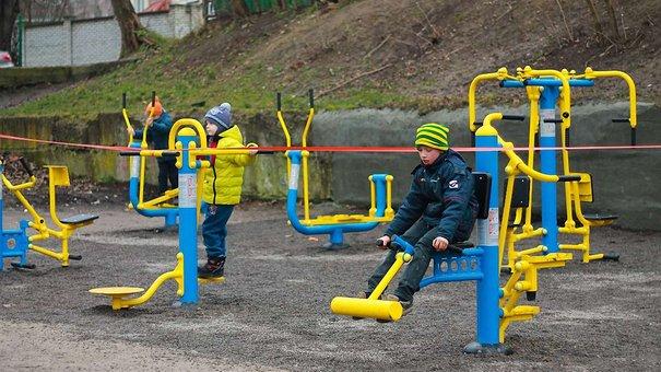 У Львові відкрили спортивний майданчик з вуличними тренажерами