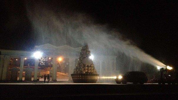 Для створення святкової атмосфери у Львові застосовують «снігові гармати»