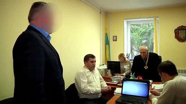 Затриманого на хабарі головного лікаря Городка залишили під домашнім арештом ще на 2 місяці