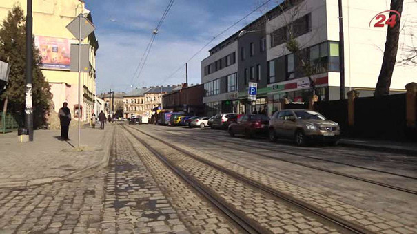 Перед запуском трамваїв на вул. Замарстинівській львів'яни звільняли колію від автівок