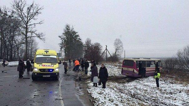 У ДТП з маршруткою на Львівщині двоє людей загинули та десять травмувалися
