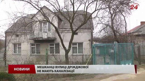 На вулиці Бахматюка у Львові облаштовують колектор