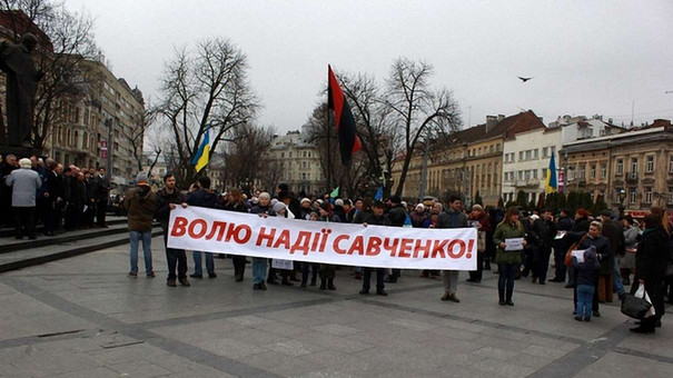 Львів'яни пікетували російське консульство на підтримку Надії Савченко