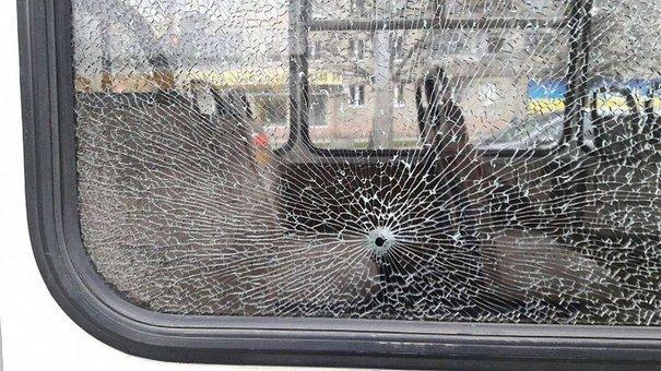 У Львові розбили вікно у маршрутці