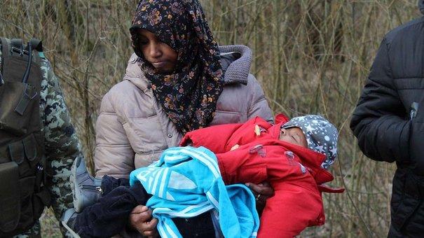 На кордоні з Польщею затримали п'ятьох нелегалів із немовлям