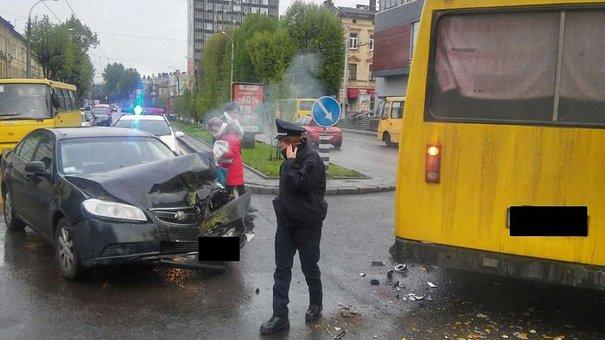 Зранку у Львові трапилося дві ДТП за участю маршруток