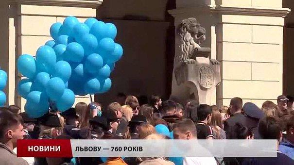 У флешмобі до Дня міста на пл. Ринок взяли участь понад 400 львів'ян
