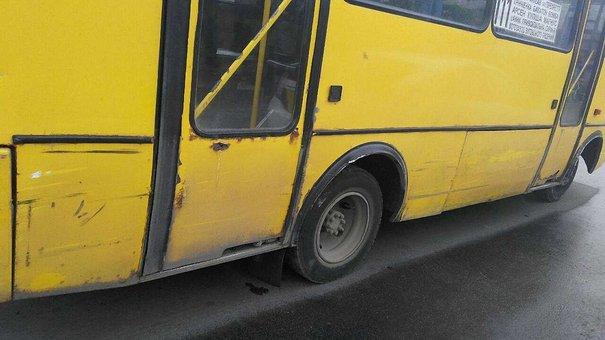 П'яний водій маршрутки без документів вчинив дві аварії у Львові