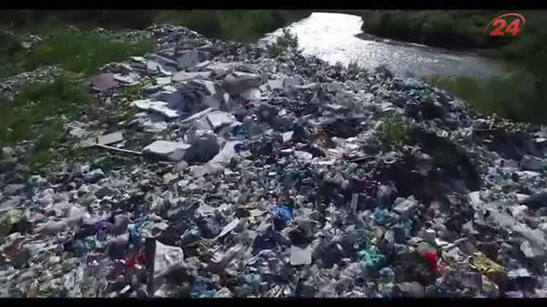 Україна сплачує величезні штрафи за сміття, яке потрапляє в Європу (аерозйомка)